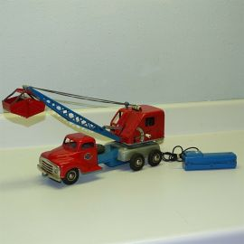 Gama Truck Operating Crane w/Clam Bucket, Battery Op Toy Vehicle Western Germany